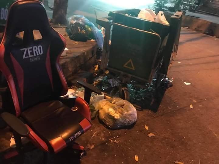 ghế zero quăng bãi rác